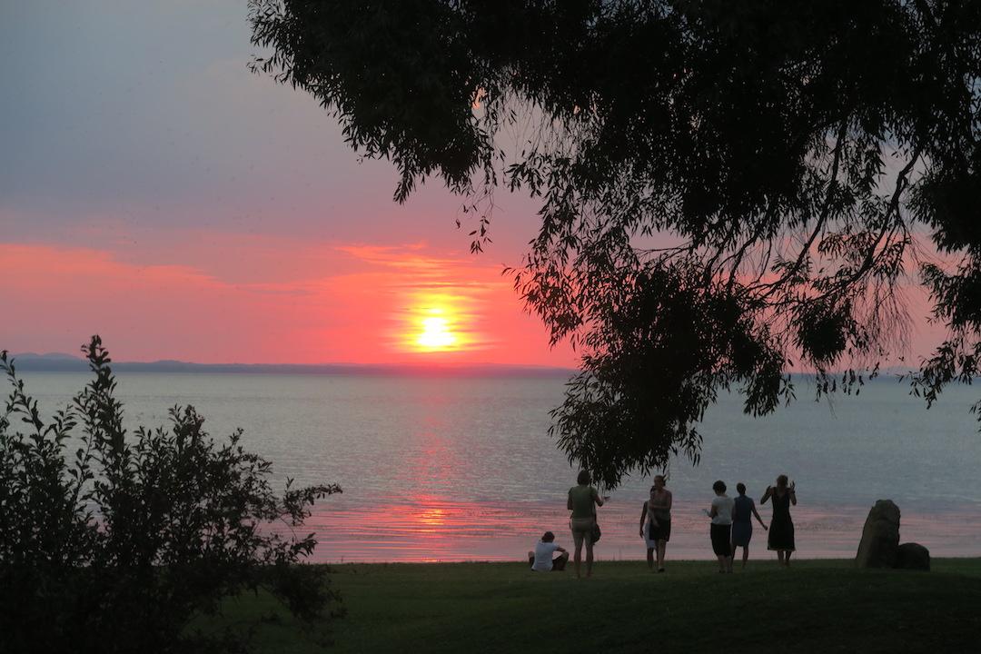 金色の湖畔で夕食 帰りは雷雨、トラジメーノ湖・ウンブリア_f0234936_714345.jpg