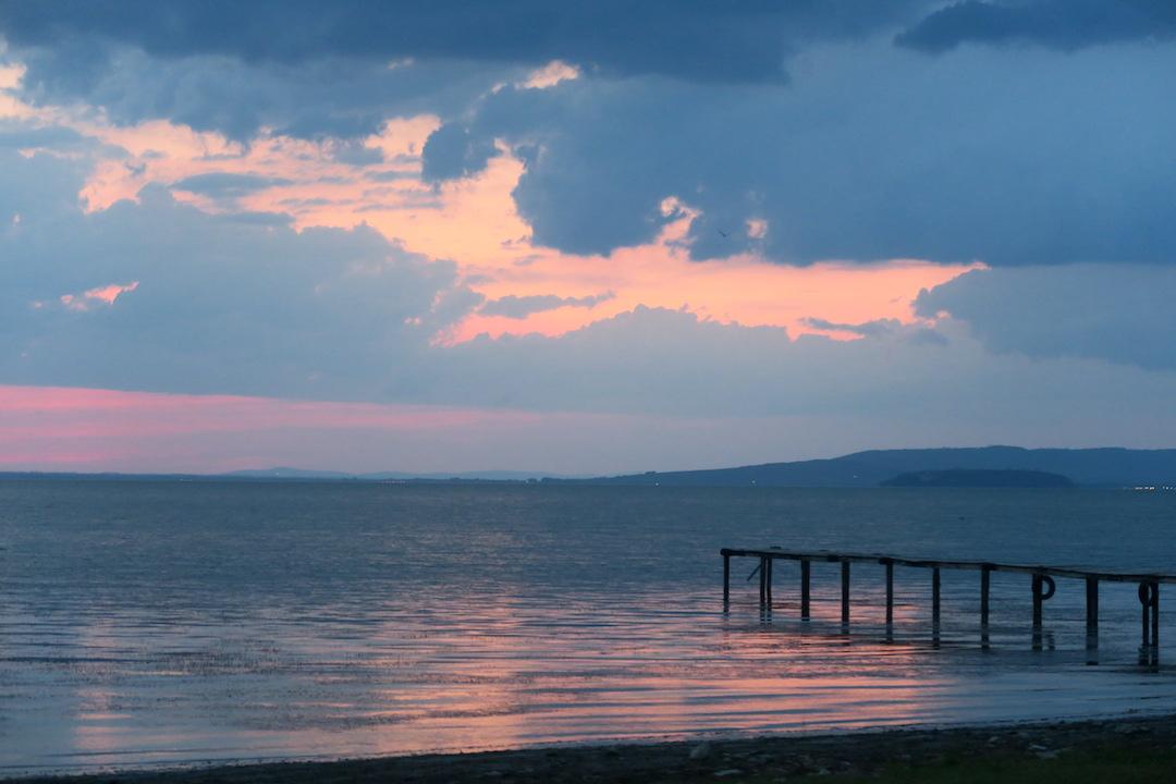 金色の湖畔で夕食 帰りは雷雨、トラジメーノ湖・ウンブリア_f0234936_7275351.jpg
