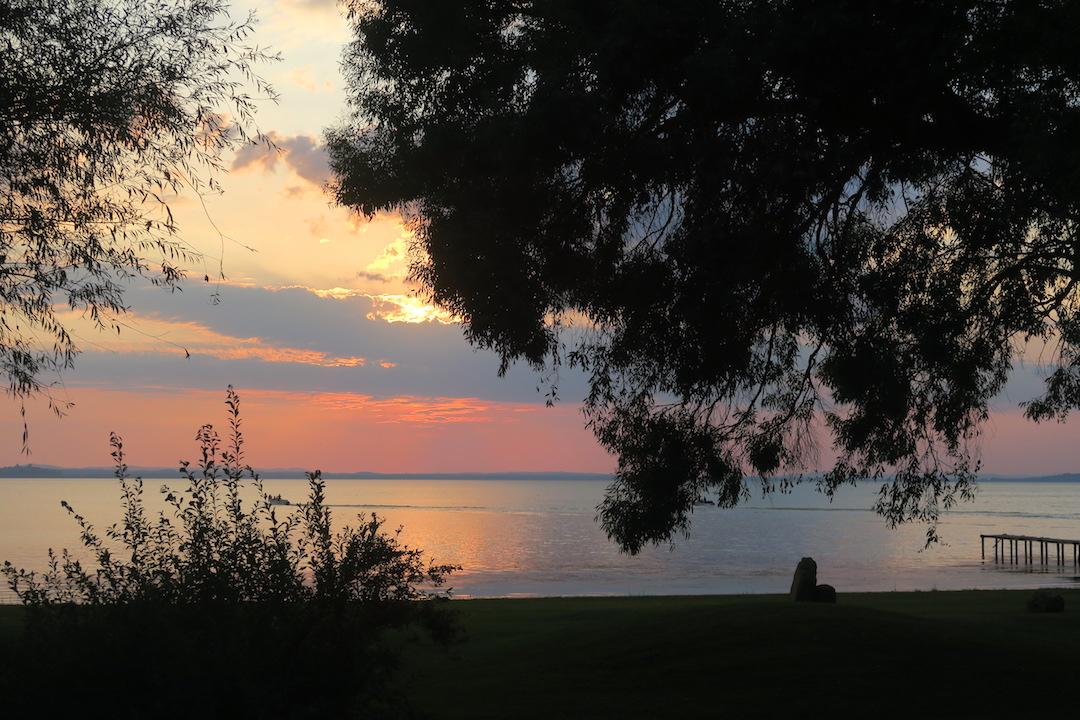 金色の湖畔で夕食 帰りは雷雨、トラジメーノ湖・ウンブリア_f0234936_7451554.jpg