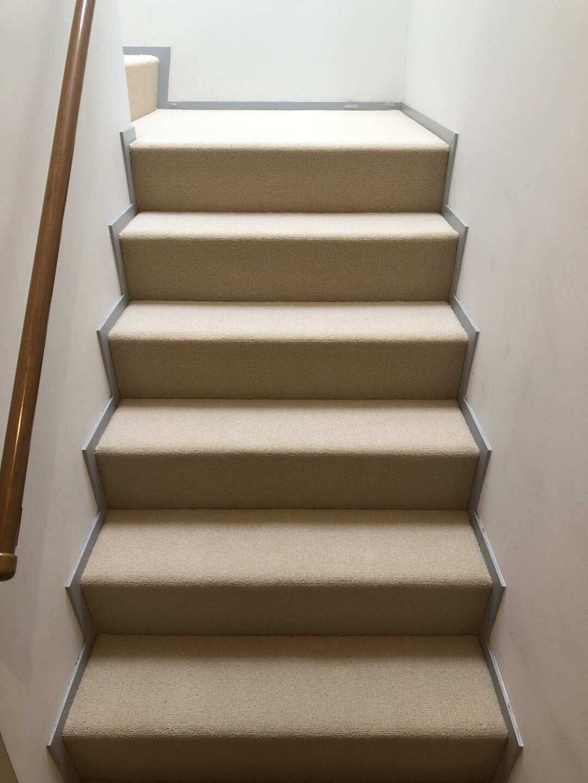 茶館の階段を取り換え_f0070743_23472114.jpg