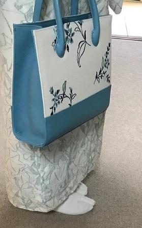 綺麗なブルーのお花の刺繍のバッグ・着物にも洋装にも。_f0181251_18411437.jpg