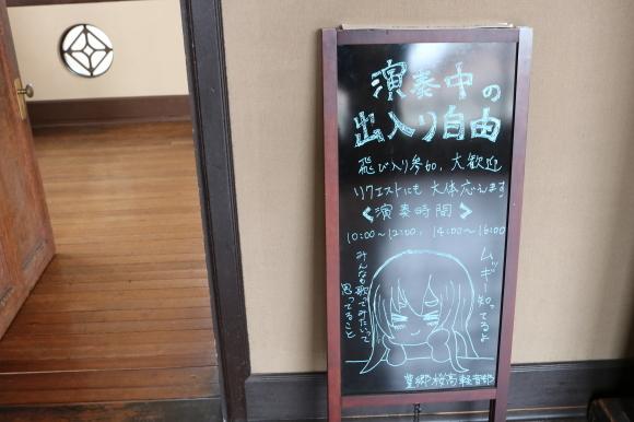 豊郷小学校の写真を見返して考えた_c0001670_23082426.jpg
