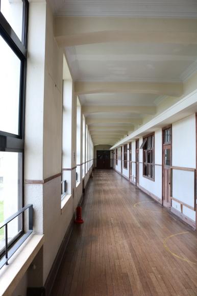 豊郷小学校の写真を見返して考えた_c0001670_23114026.jpg
