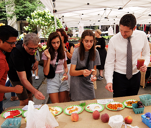 本日8月23日(金)が最終日、ロックフェラー・センターでのグリーン・マーケット(Greenmarket at Rockefeller Center)_b0007805_12462378.jpg