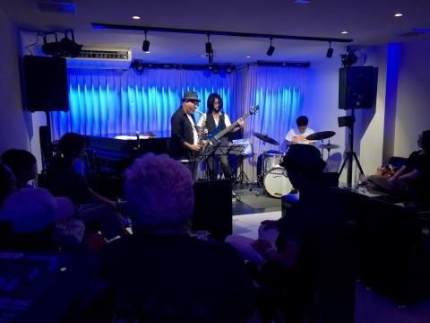 Jazzlive Comin ジャズライブ カミン 広島 本日金曜日のライブ_b0115606_10061115.jpeg