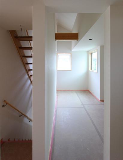 ストリップ階段と青いタイルと… 板橋の家_d0080906_16533639.jpg