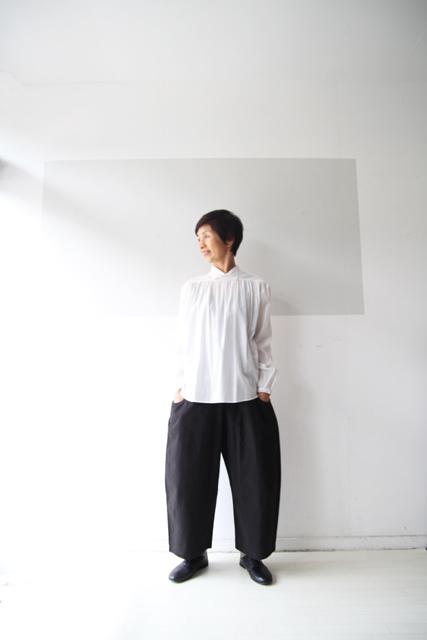 白のスタンドカラーシャツ_f0215708_13391075.jpg