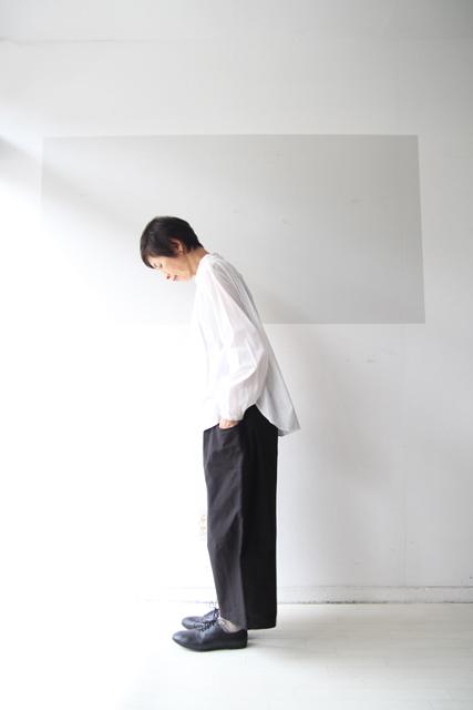 白のスタンドカラーシャツ_f0215708_13391297.jpg