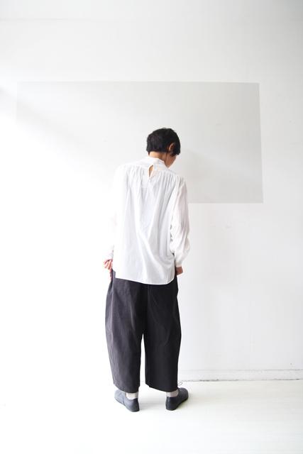 白のスタンドカラーシャツ_f0215708_13391468.jpg