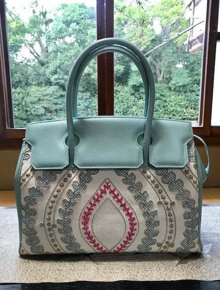 お洒落な刺繍のバッグ・去年ご紹介した型違い。_f0181251_18450291.jpg