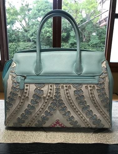 お洒落な刺繍のバッグ・去年ご紹介した型違い。_f0181251_18522615.jpg