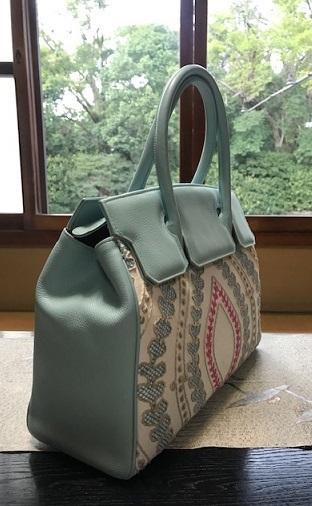 お洒落な刺繍のバッグ・去年ご紹介した型違い。_f0181251_18563912.jpg