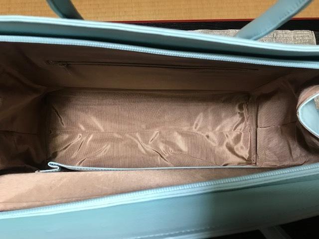 お洒落な刺繍のバッグ・去年ご紹介した型違い。_f0181251_19010422.jpg