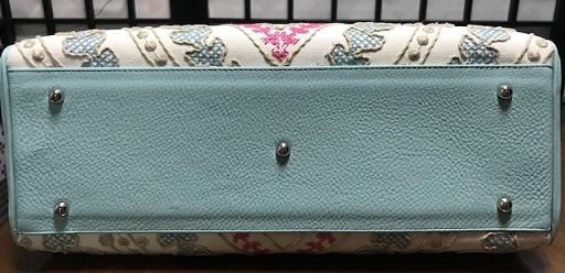 お洒落な刺繍のバッグ・去年ご紹介した型違い。_f0181251_19094095.jpg