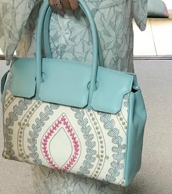 お洒落な刺繍のバッグ・去年ご紹介した型違い。_f0181251_19132236.jpg
