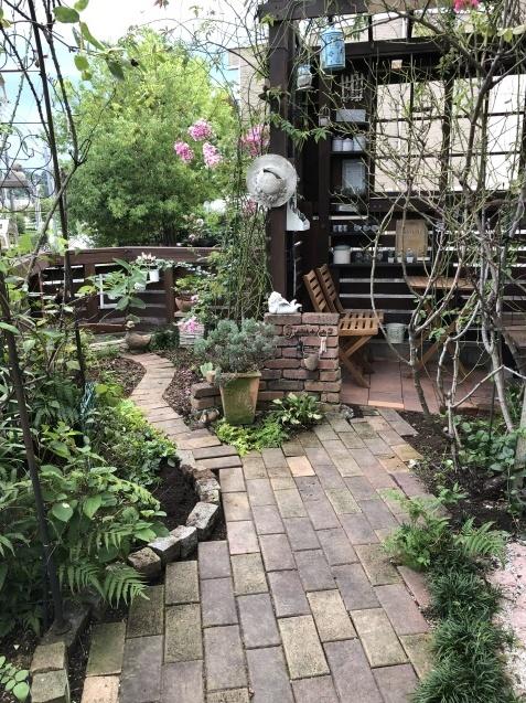 東南の庭「レンガの小道、花壇」ちょっぴり広げました_a0243064_09050530.jpg