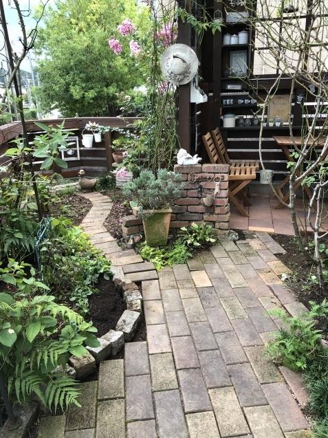 東南の庭「レンガの小道、花壇」ちょっぴり広げました_a0243064_09052694.jpg