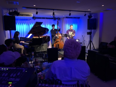 広島 Jazzlive Cominジャズライブカミン   本日土曜日のライブ_b0115606_12290699.jpeg