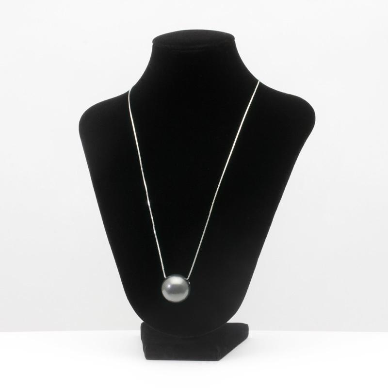 身につける漆 漆のアクセサリー ペンダント 木の実 銀砂色 スライド式ボックスチェーンコード 坂本これくしょんの艶やかで美しくとても軽い和木に漆塗りのアクセサリー SAKAMOTO COLLECTION wearable URUSHI accessories pendants Nuts silver sand Adjustable Box Chain Cord ポロッとこぼれるような可愛らしさが魅力、艶やかな光沢の上品で大人の華やかさを秘めたシルバーブラック、自由に長さ調節可能なコードでコーディネイトしやすく便利。 #ペンダント #木の実ペンダント #銀砂色 #ボックスチェーン #軽いペンダント #漆のペンダント #pendants #Nuts #jewelry #AdjustableCord #BoxChainCord #漆のアクセサリー #漆塗り #プレゼント