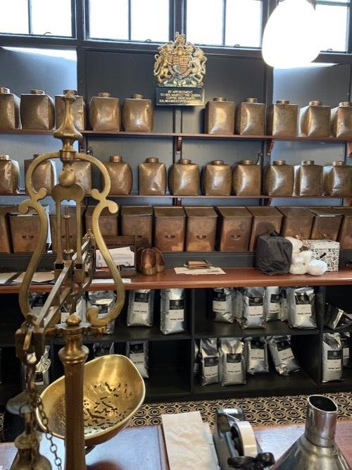 王室御用達のコーヒ&紅茶のお店ヒギンズ ロンドン_f0380234_04373081.jpg