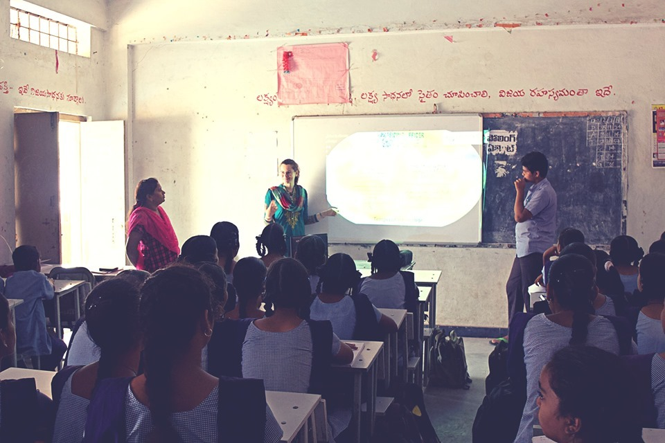 インターナショナルな仲間達と:インドでボランティア活動_a0383739_06124717.jpg