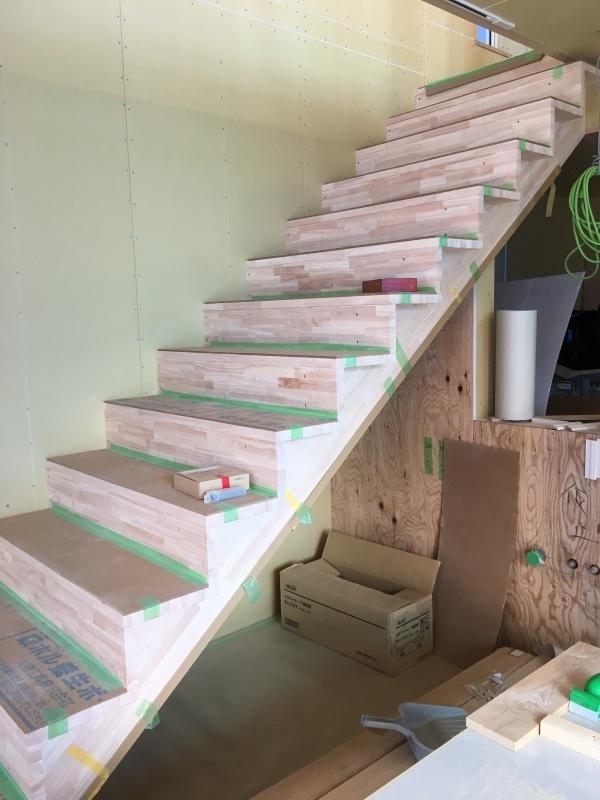 階段がつきました(iアトリエ&ギャラリー)_d0086022_14472735.jpg