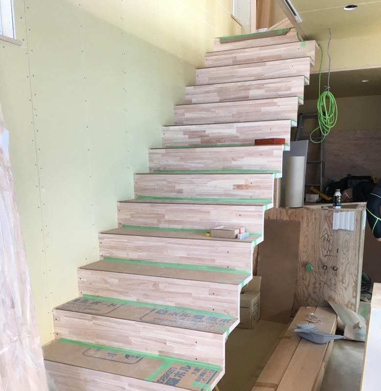階段がつきました(iアトリエ&ギャラリー)_d0086022_14475960.jpg