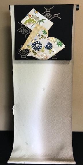 商品紹介・野口染帯・絵本金彩墨地+三眠蚕着尺。_f0181251_17004849.jpg
