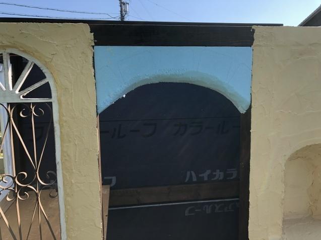 DIY【ミニハウスもどき】ウインドウフレーム取り付け、外壁塗り完了_a0243064_21380769.jpg