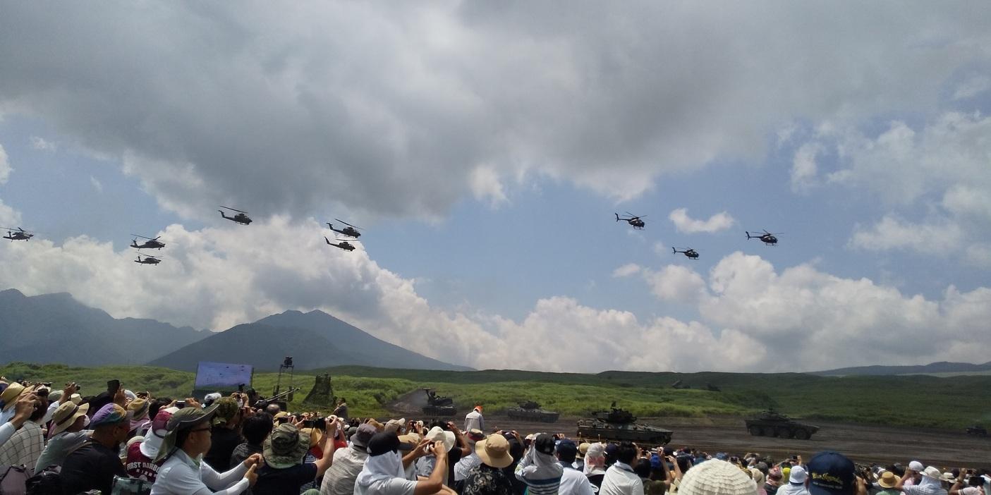 😲 はじめての自衛隊・演習 😲 実弾約35トン、約5億5000万円富士総合火力演習 😲😲😲_f0061067_18223233.jpg