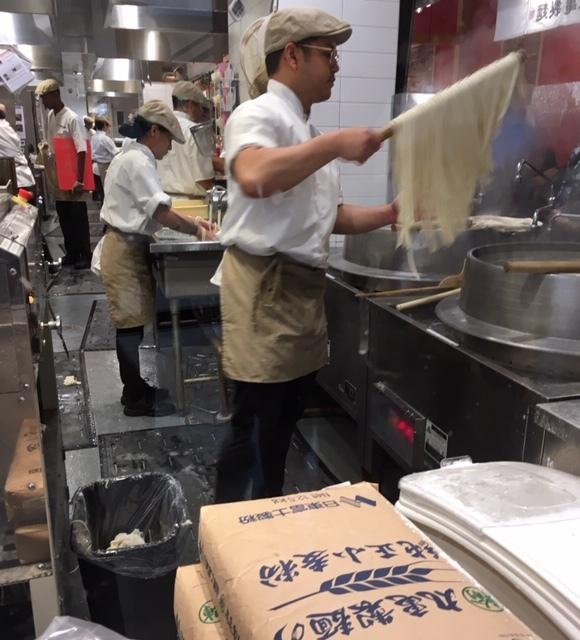 DinTaiFungより長い丸亀製麺の長い列_e0350971_06102421.jpg