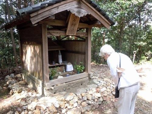 夏の終わりの風物詩、愛宕山の火祭り、そして地蔵盆_b0102572_10484767.jpg