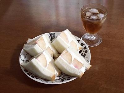 桃のサンドイッチとカスタードプリン_f0231189_21344220.jpg