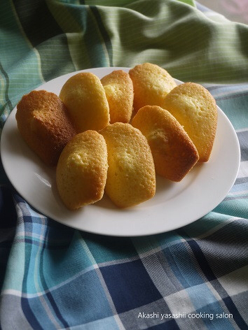 オレンジ風味のマドレーヌ_f0361692_08490291.jpg