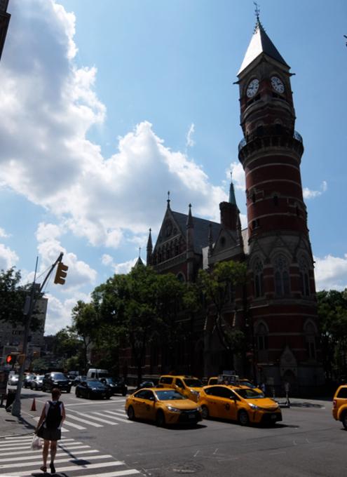 NYではこんな美しい時計台の建物が、図書館 - Jefferson Market Library外観_b0007805_04230840.jpg