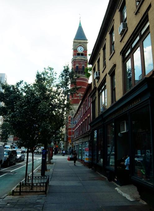 NYではこんな美しい時計台の建物が、図書館 - Jefferson Market Library外観_b0007805_04450311.jpg