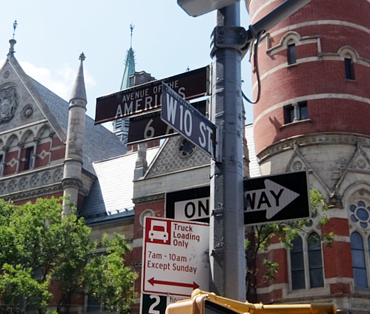 NYではこんな美しい時計台の建物が、図書館 - Jefferson Market Library外観_b0007805_04471489.jpg