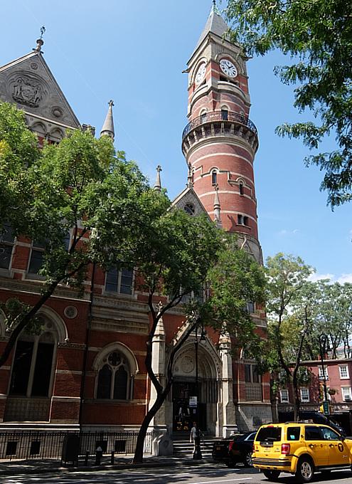 NYではこんな美しい時計台の建物が、図書館 - Jefferson Market Library外観_b0007805_04474274.jpg