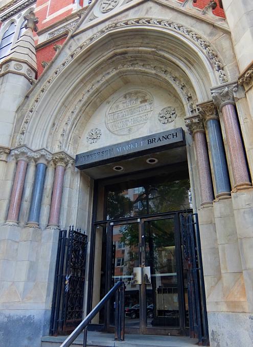 NYではこんな美しい時計台の建物が、図書館 - Jefferson Market Library外観_b0007805_04480156.jpg