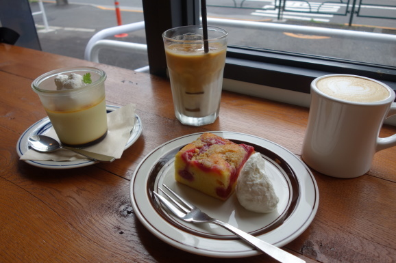 NOSTALGIA CAFEでプリンとスクエアケーキ_e0230011_17000970.jpg