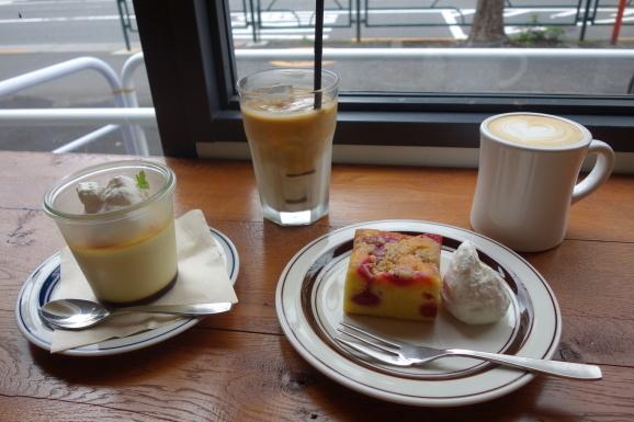 NOSTALGIA CAFEでプリンとスクエアケーキ_e0230011_17031103.jpg