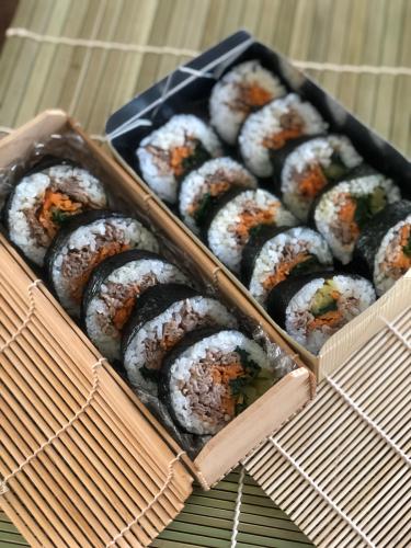 巻き寿司弁当。極太巻きと中太巻き_b0048834_10232576.jpg