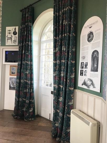 ウィリアムモリスの孔雀・V&A博物館の孔雀のタイルそして。_f0181251_18170151.jpg