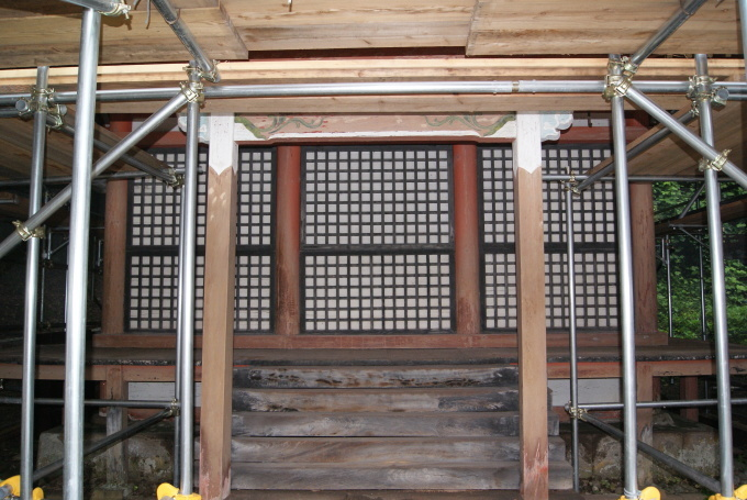 西宝殿 高欄解体・銅板屋根解体 R1.08.29_f0191383_09231873.jpg