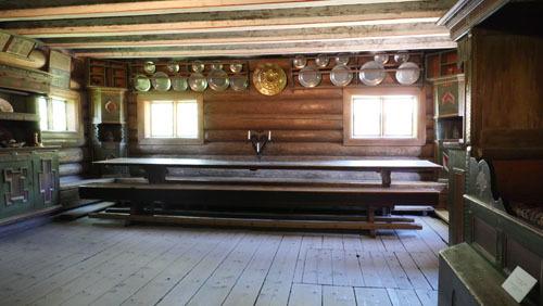 大きなテーブルが迎える民家_a0166284_18200157.jpg