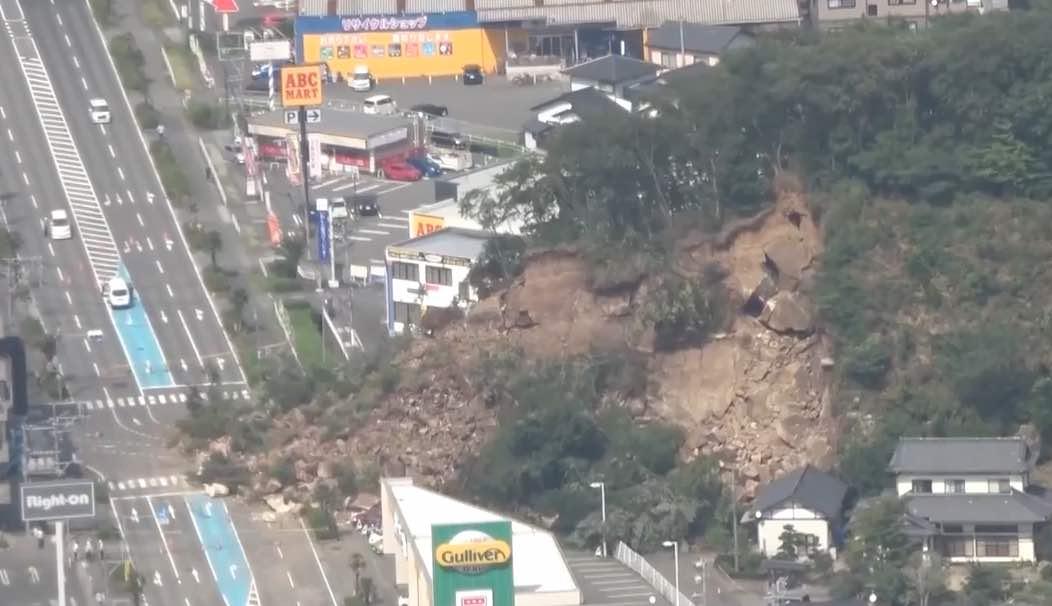 山崩れ、鹿島街道通行止め_e0068696_1663781.jpg