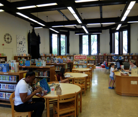 NYの歴史たっぷりな図書館の子ども本コーナー、Jefferson Market Library Children Books Room_b0007805_01120841.jpg