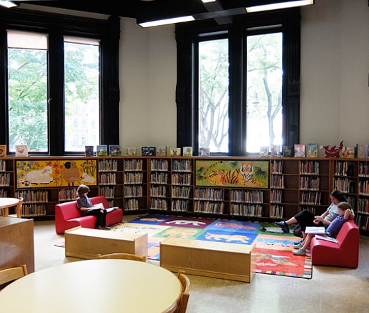 NYの歴史たっぷりな図書館の子ども本コーナー、Jefferson Market Library Children Books Room_b0007805_01153619.jpg