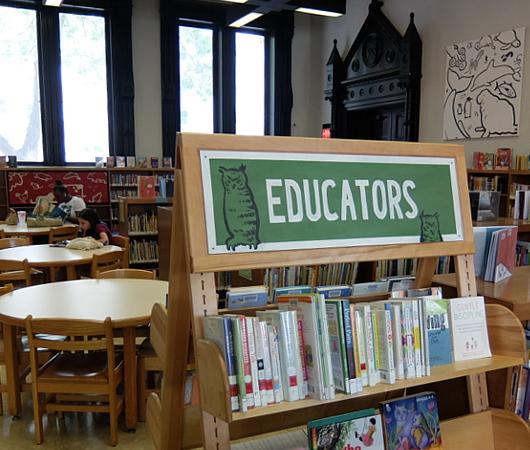 NYの歴史たっぷりな図書館の子ども本コーナー、Jefferson Market Library Children Books Room_b0007805_01165603.jpg