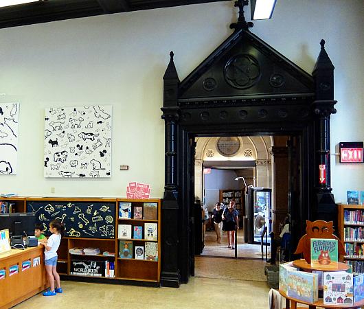 NYの歴史たっぷりな図書館の子ども本コーナー、Jefferson Market Library Children Books Room_b0007805_01311858.jpg